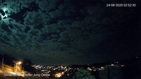 Meteoro explode no céu do RS