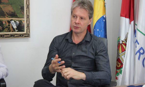 Prefeito de Mato Leitão avalia impactos do incêndio na Beira Rio