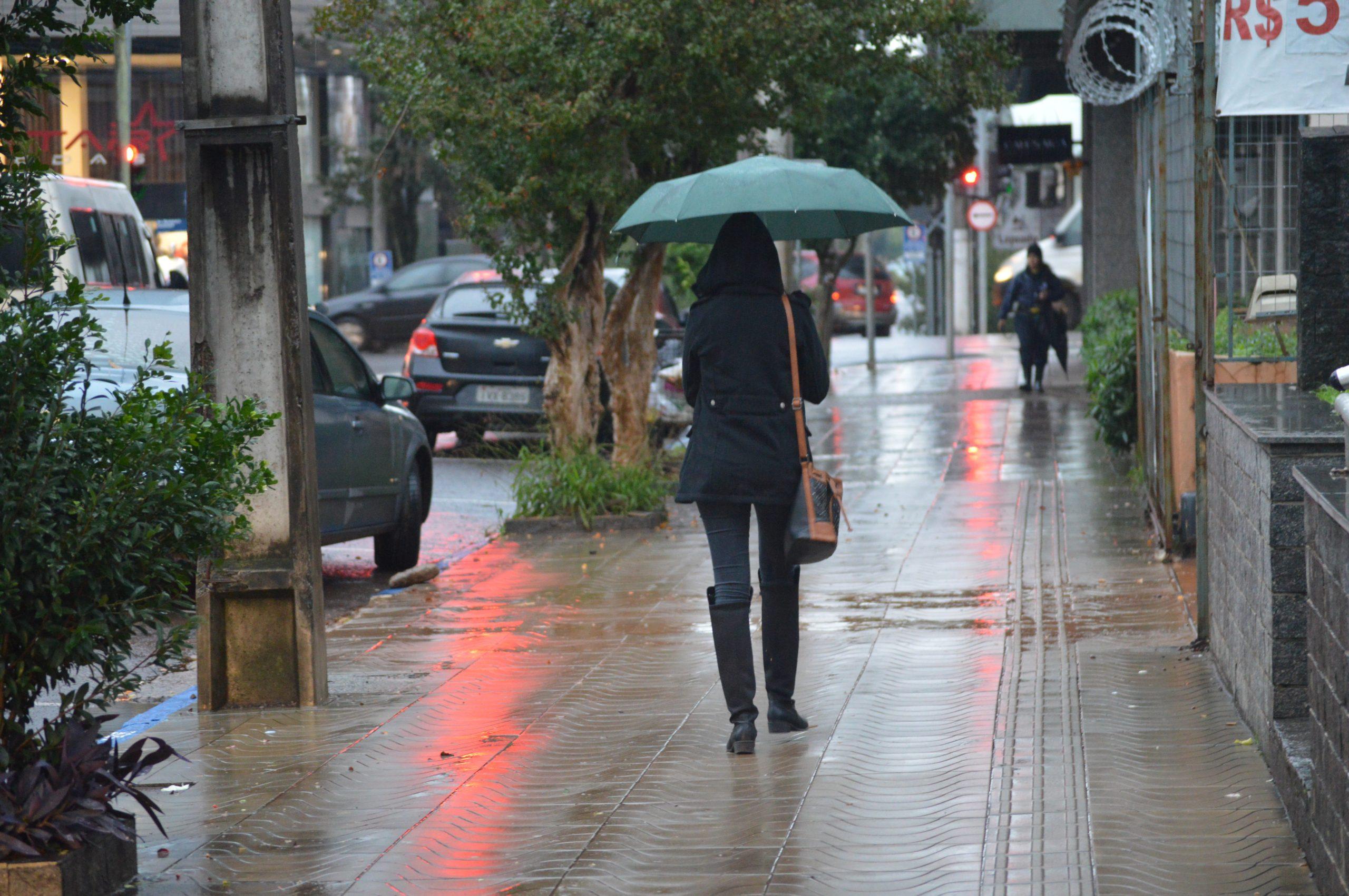 Metsul alerta para chuva forte e vento intenso nesta terça-feira