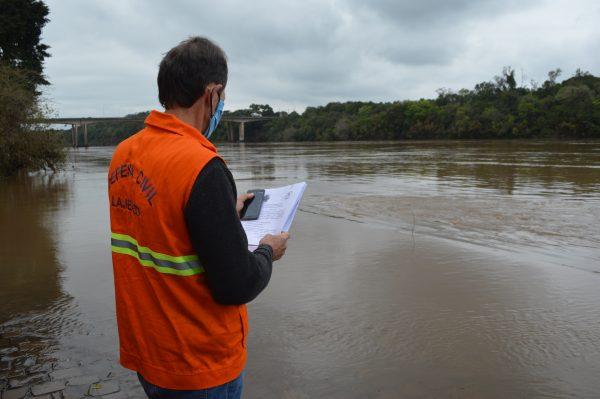 Chuva intensa eleva o risco de enchente na região