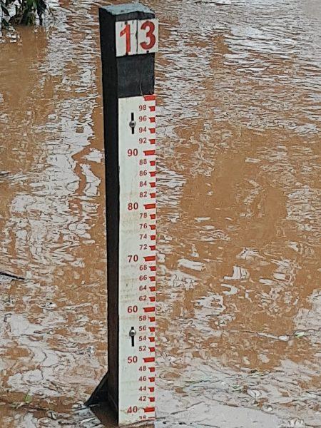 Chuva de mais de 100 milímetros na parte alta contribuiu para elevação do rio