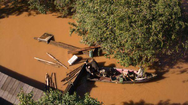 Confira fotos aéreas um dia após enchente histórica