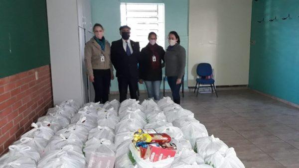 Rotary doa 113 cestas básicas para famílias desabrigadas