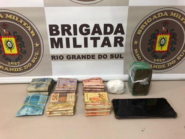 Mulher é presa com drogas e quase R$ 5 mil em Lajeado