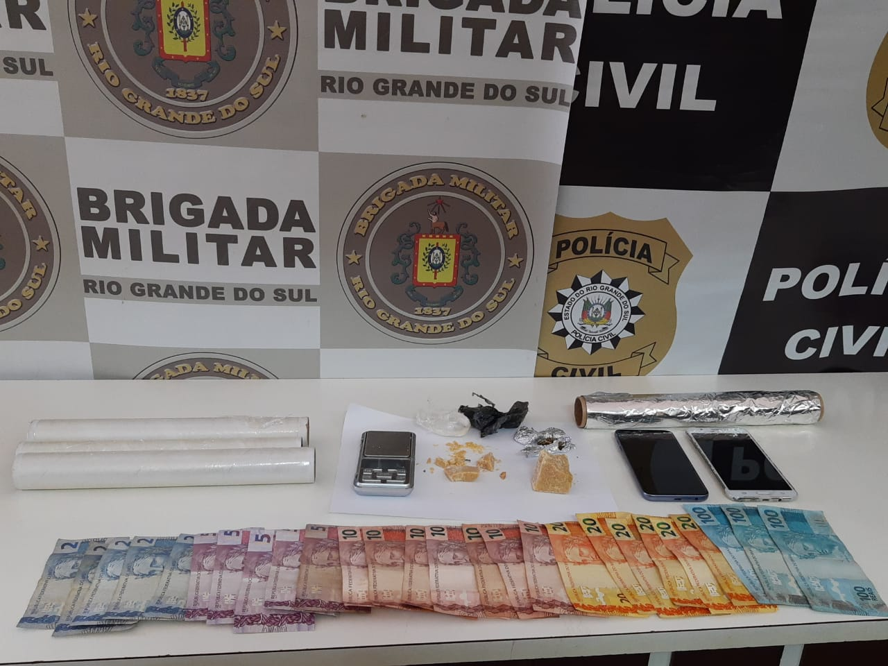 Policiais prendem casal de traficantes em Estrela