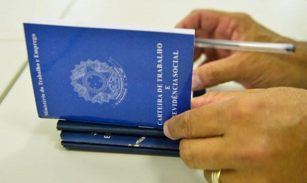 Caged registra em novembro mais de 414 mil vagas com carteira assinada