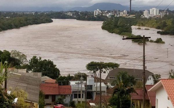 Três bairros estão sem água em Cruzeiro do Sul