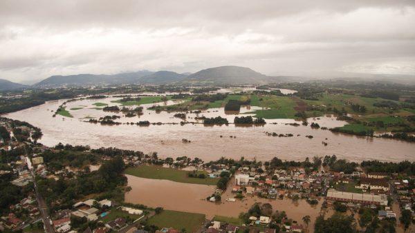Rio Taquari atinge o terceiro maior nível da história