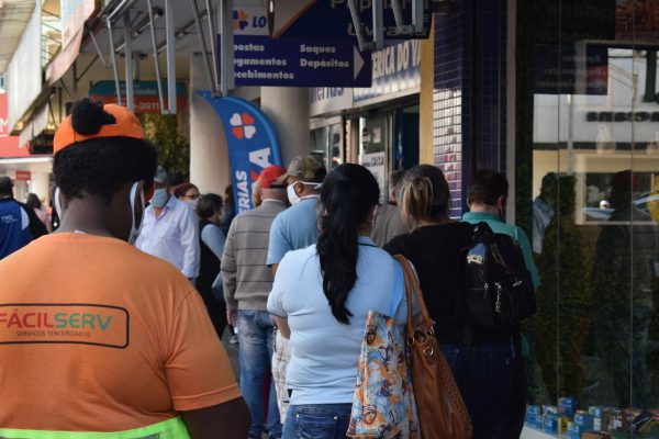 Centro de Lajeado registra movimento intenso nesta sexta