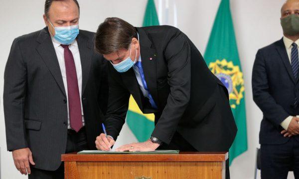 Governo brasileiro destina quase R$ 2 bilhões para vacina contra covid-19