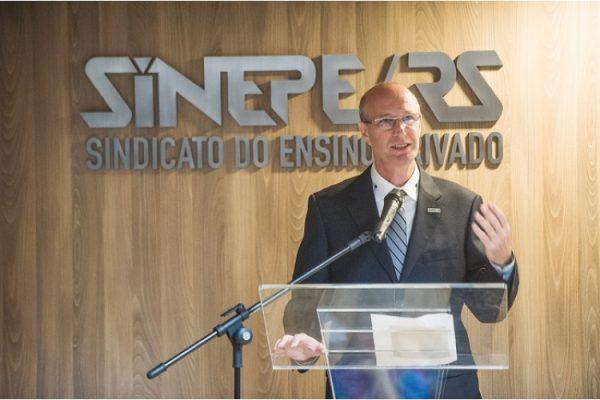 Sinepe defende autonomia para escolas definirem retorno de turmas