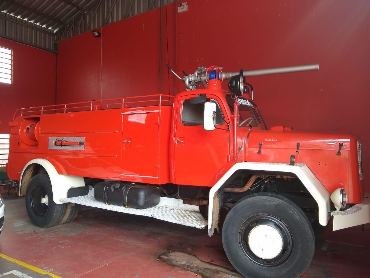 Caminhão histórico volta a combater incêndios
