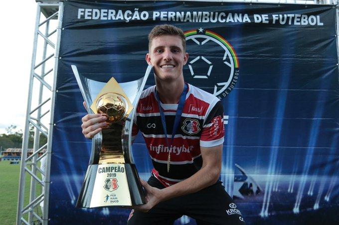 Léo Gaúcho assina com o Santa Cruz por três anos