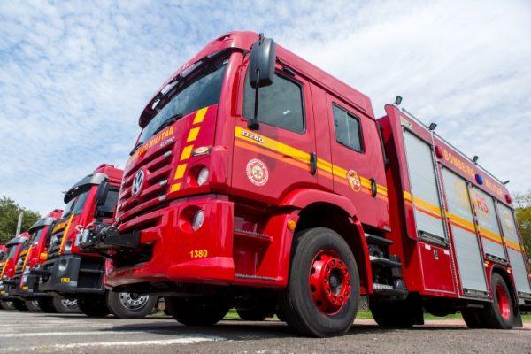 Bombeiros recebem veículos e equipamentos de proteção