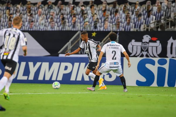 Grêmio sofre três gols de Keno e perde para o Atlético-MG