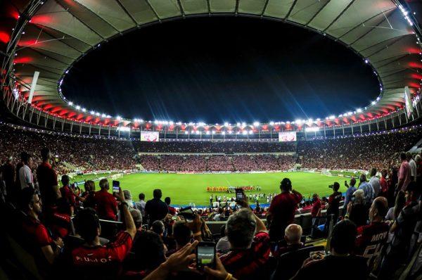 Ministério da Saúde libera torcida nos estádios no Brasil