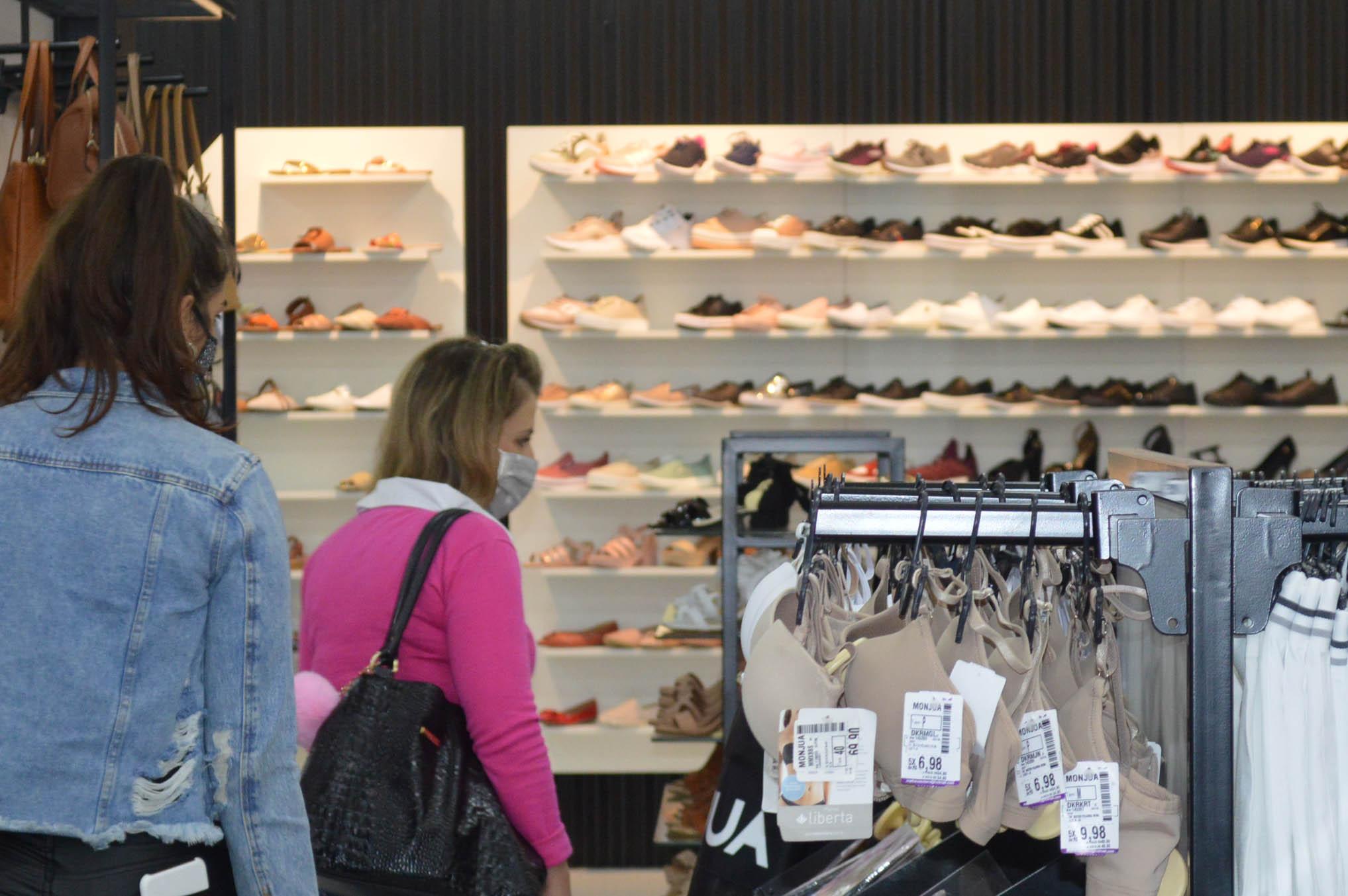 Mais de 80% das lojas do RS remanejaram funcionários