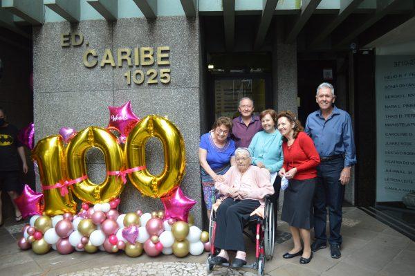 Moradora do centro de Lajeado completa 100 anos e recebe homenagem