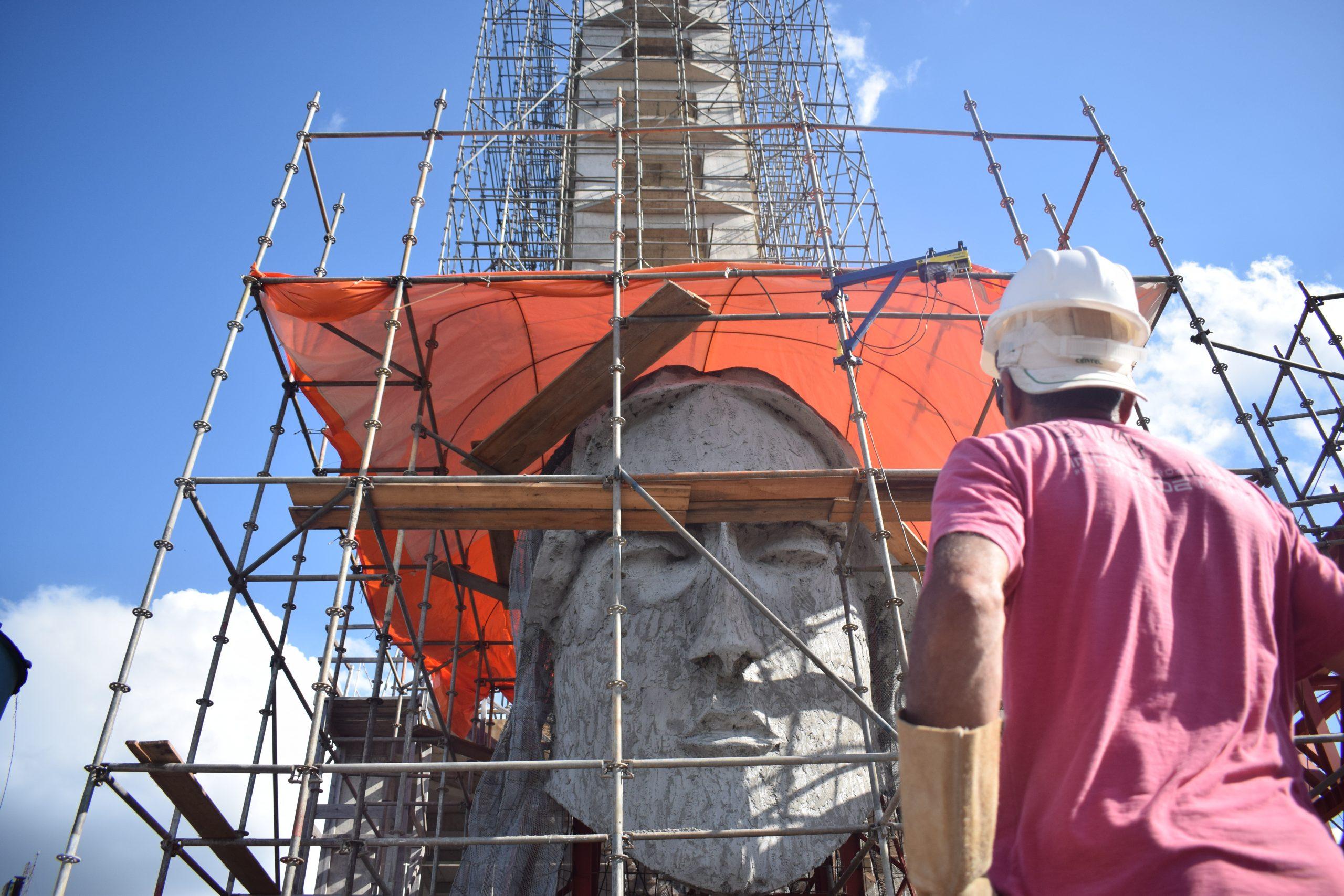 Estátua do Cristo de Encantado já tem rosto - Grupo A Hora
