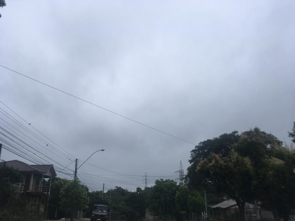 Quinta-feira de pancadas de chuva e temperatura amena