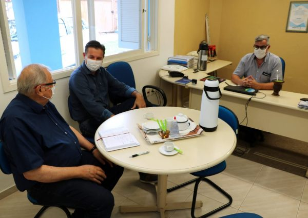 Reunião na sede da Emater define novo plano de trabalho em Encantado