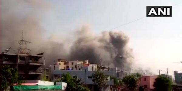 Laboratório indiano que exporta vacinas da covid-19 ao Brasil é atingido por incêndio