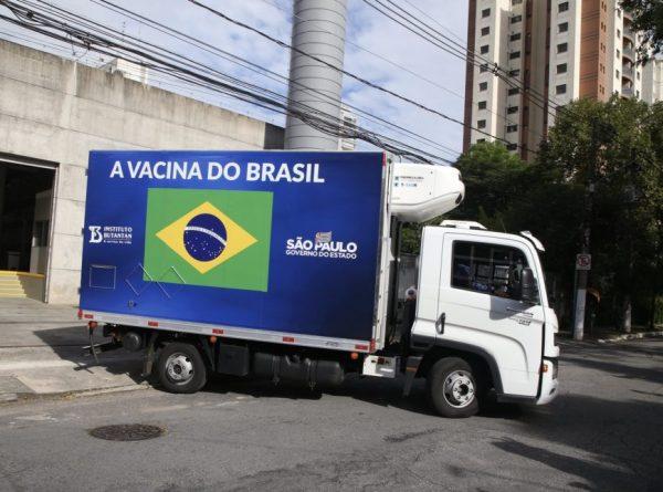 7 notícias: Falta de matéria-prima para vacinas ameaça atrasar imunização no Brasil