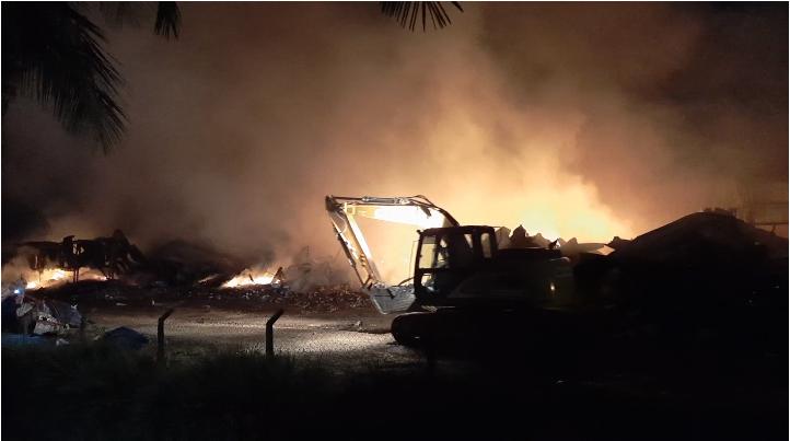 Bombeiros trabalham por 18h consecutivas para combater incêndio em Mato Leitão