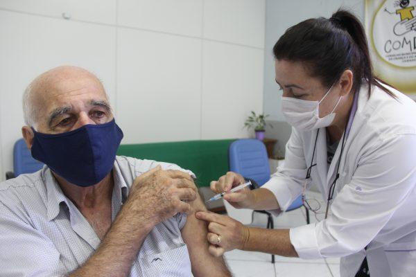 Segunda dose da vacina contra a covid-19 segue sendo aplicada em Lajeado
