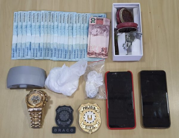 Polícia Civil e Brigada Militar prende dois em flagrante por tráfico de drogas