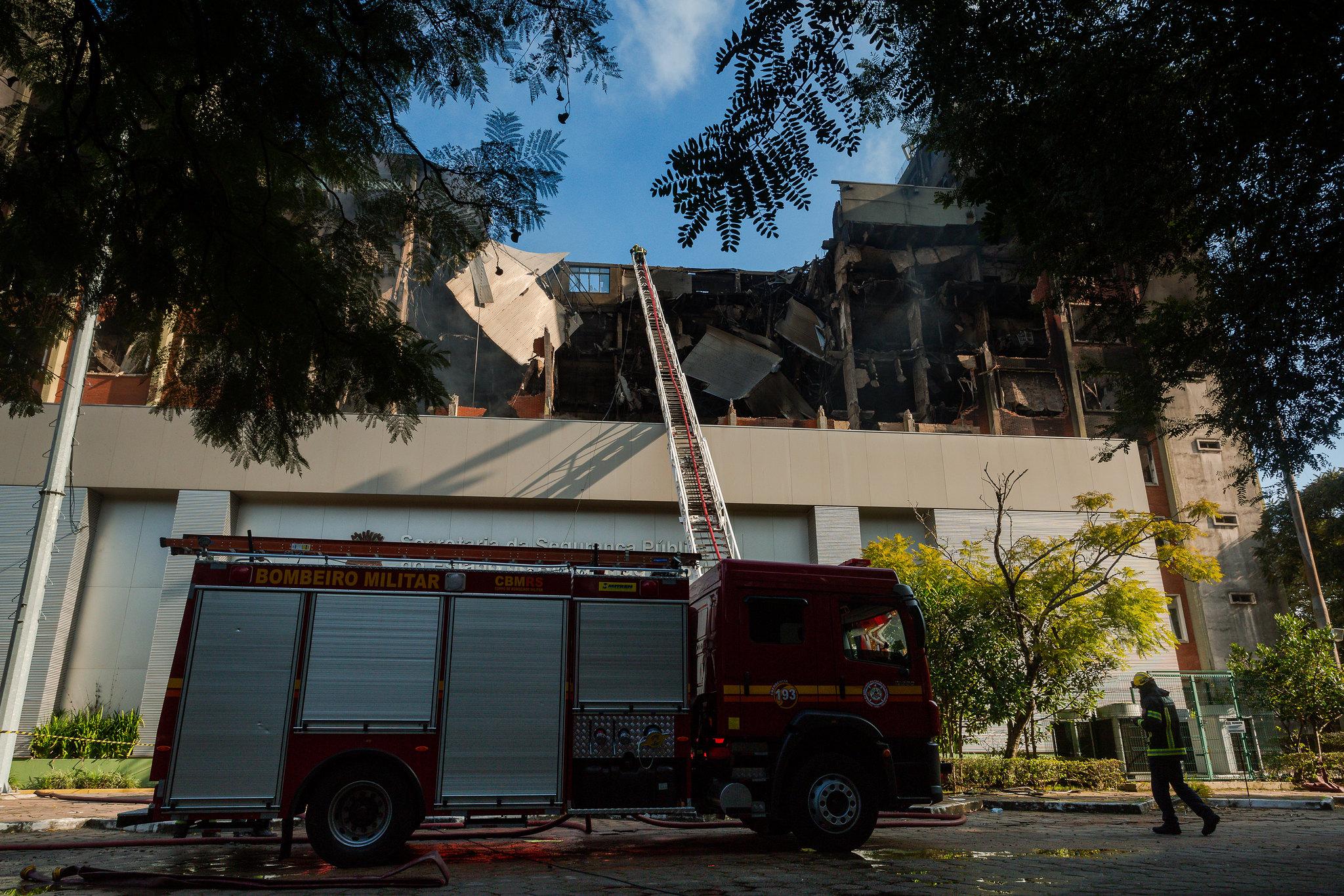 Encontrado corpo de um dos bombeiros desaparecidos em incêndio na capital