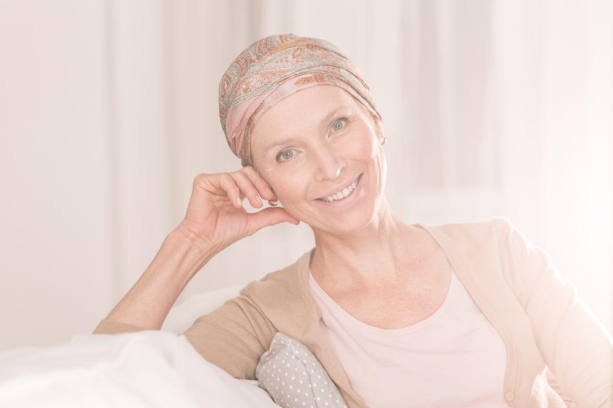 Conheça os sintomas e entenda o tratamento do Mieloma Múltiplo