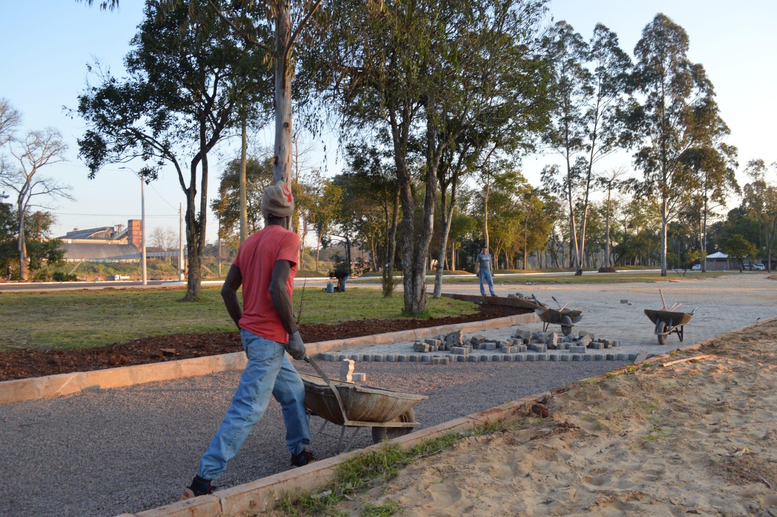 Construção de novo parque exige adaptação no trânsito
