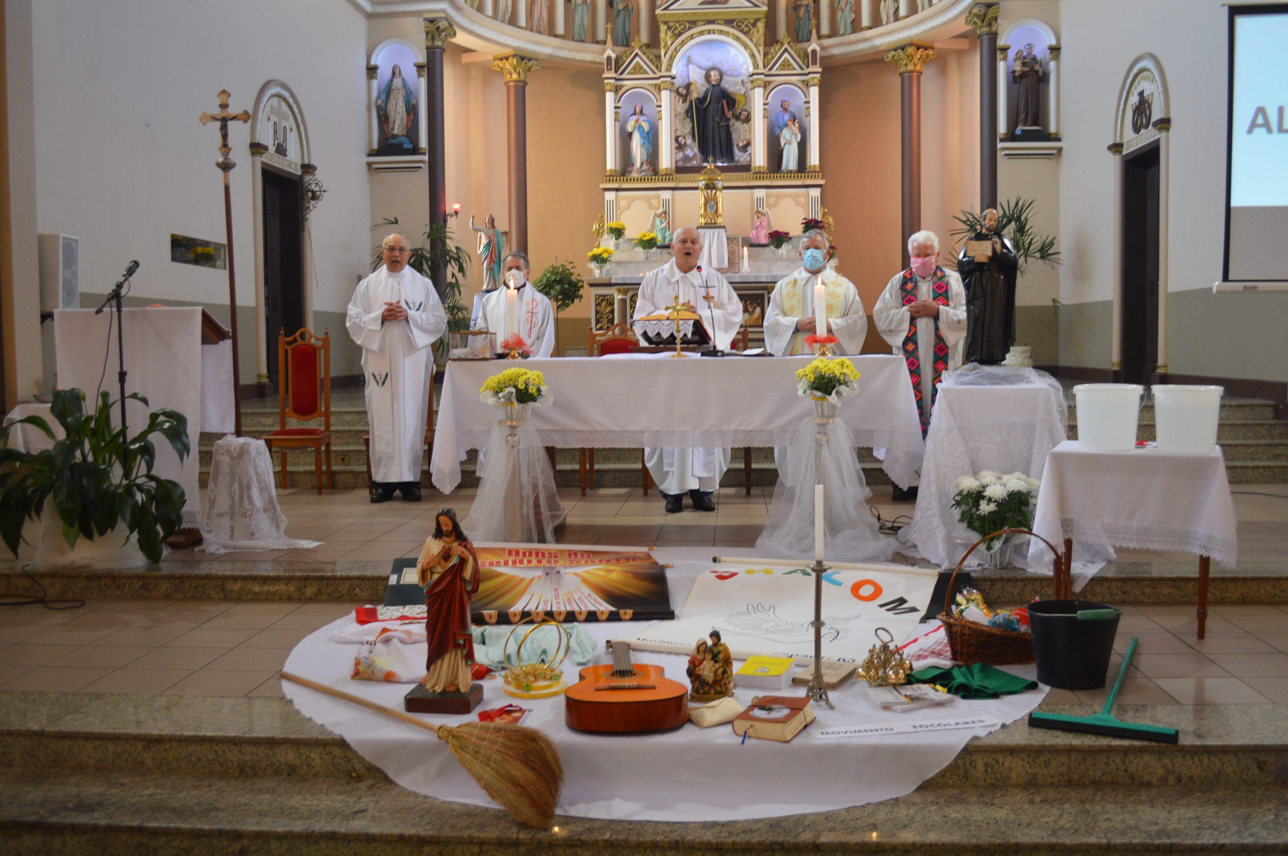 Missa e galeto drive-thru marcam celebração dos 140 anos da Paróquia Santo Inácio