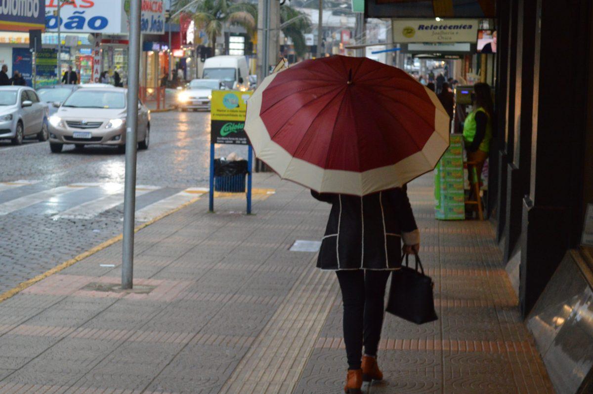 Chuva persiste nesta terça