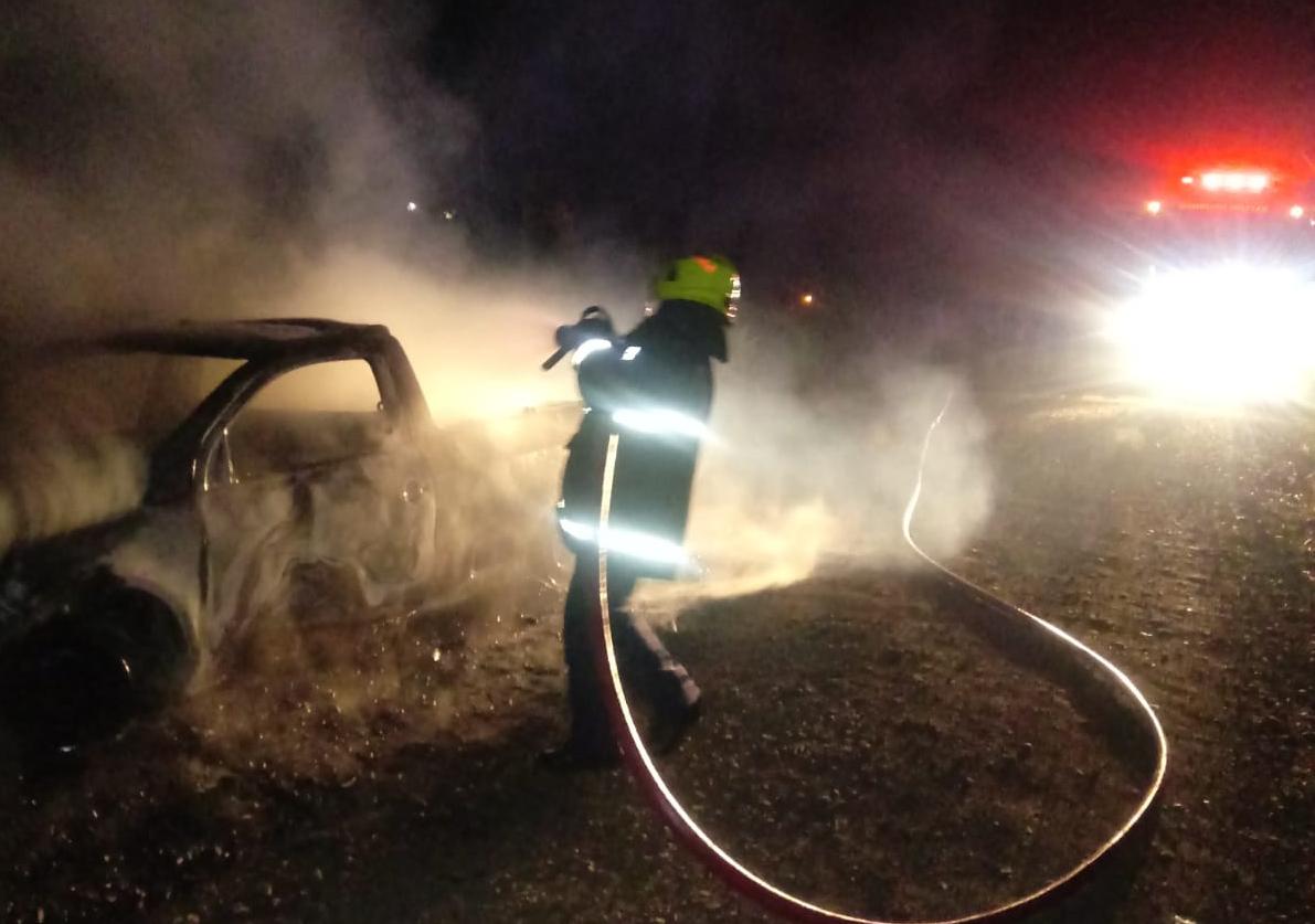 Carro pega fogo em Linha Porongos