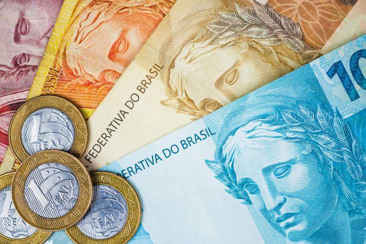 Governo adia anúncio do valor do Auxílio Brasil