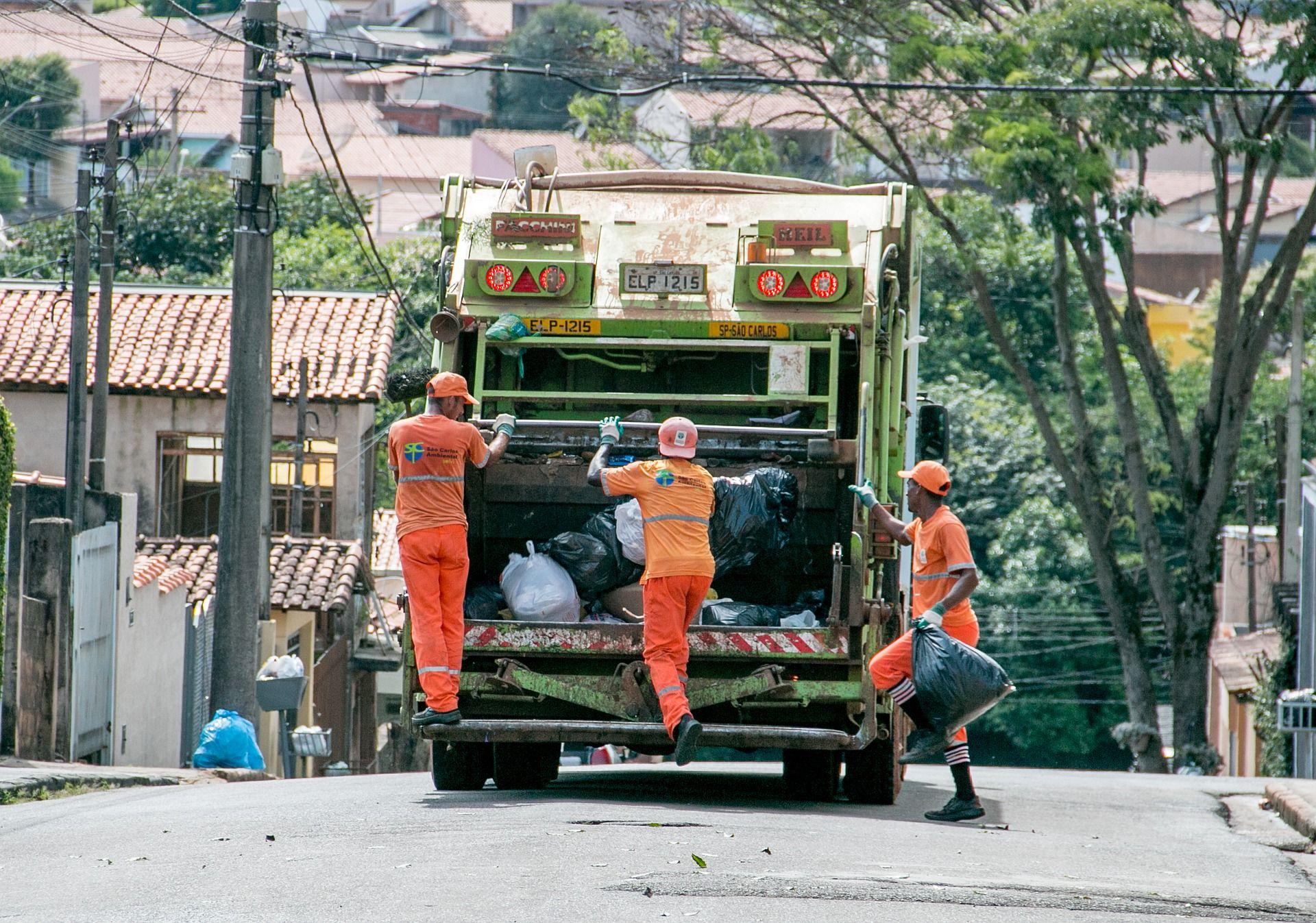 Novo contrato de coleta de lixo gera economia de R$ 25 mil mensais